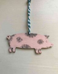 Spotted pig wooden decoration