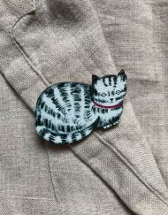 Tabby cat wooden brooch